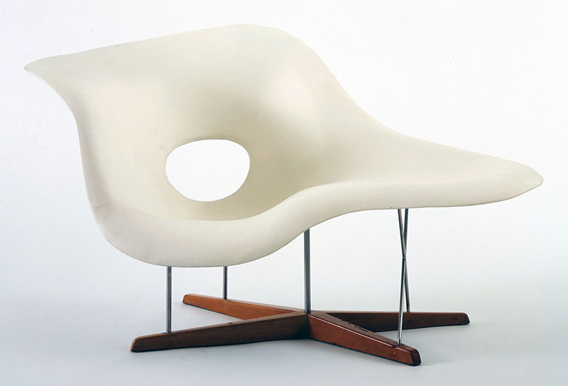 Charles_Eames_and_Ray_Eames-Chaise_Longue_(La_Chaise)_1948