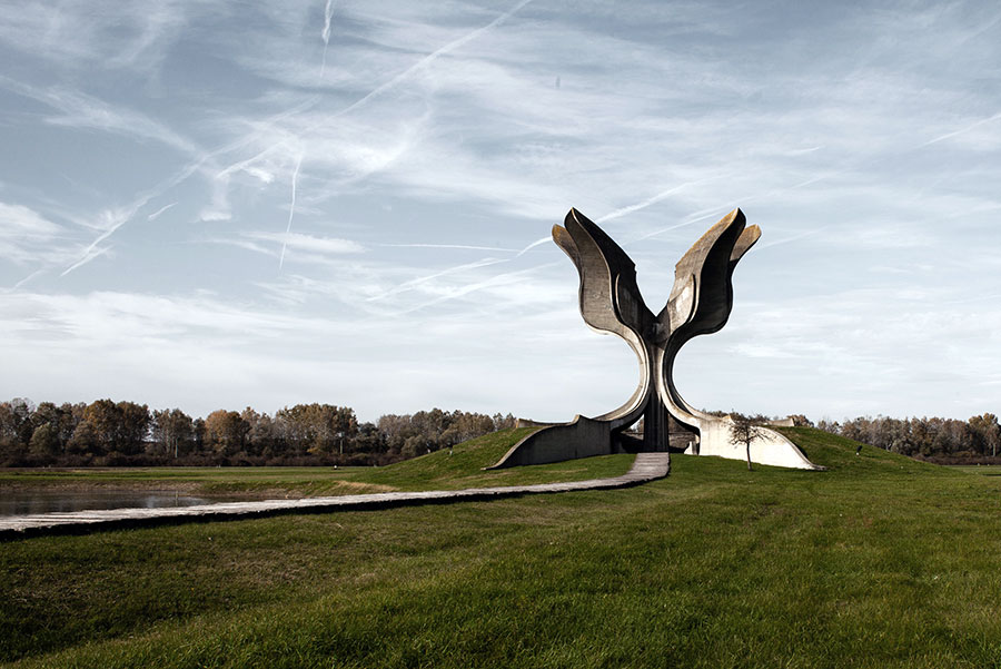 Memorial-to-the-victims-of-the-concentration-camp-in-Croatia-designed-by-Bogdan-Bogdanovic-in-1966_opt