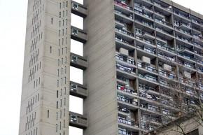 Београдски брутализам предавање: Бруталистичка архитектура у носталгији и политици – Овен Хатерли (Owen Hatherley)