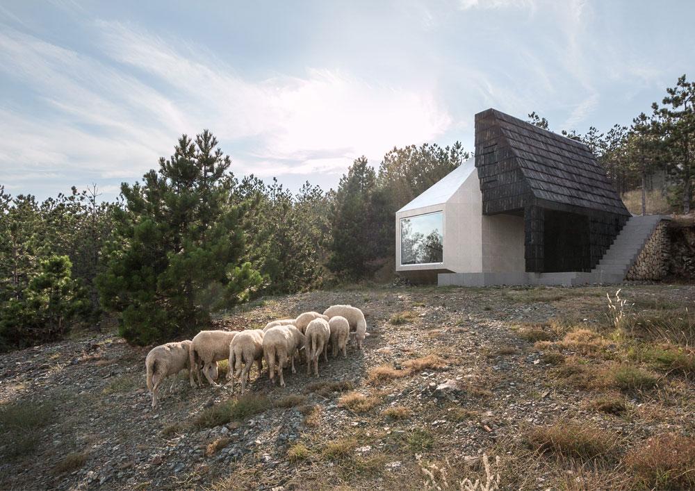 EXE_Divcibare-Mountain-Home_01