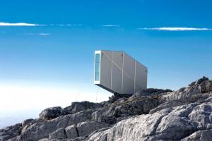 Ofis-Arhitekti_Winter-Cabin-on-Mount-Kanin