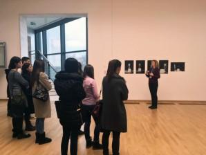 Студенти на предмету МУАД-11020 Култура дизајна у посети Музеју савремене уметности у Београду (МСУБ)