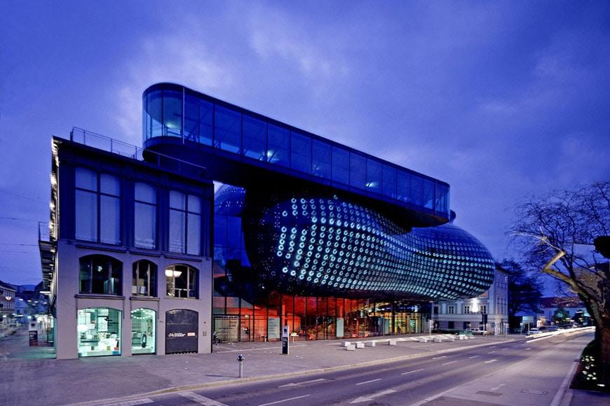 Kunsthaus-Graz-from-Lendkai-street-Cook-Fournier